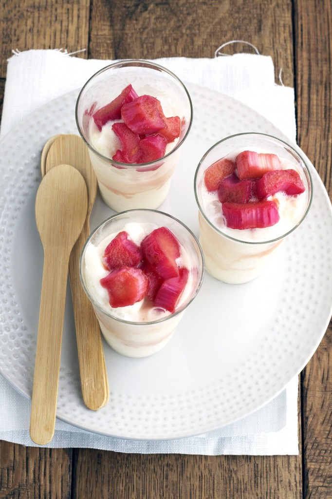 This lemon buttermilk sherbet has a sour and sweet flavor to it! And the stewed rhubarb makes the perfect addition it!