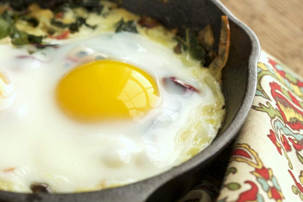 A delicious combination of creamed kale and leeks topped with an egg and baked in the oven. A simple, healthy breakfast to get your day going.