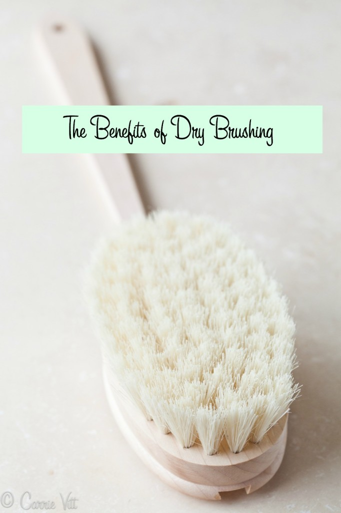 There are many great benefits of dry brushing! Dry brushing may also help our skin detoxify and keep us looking our best.